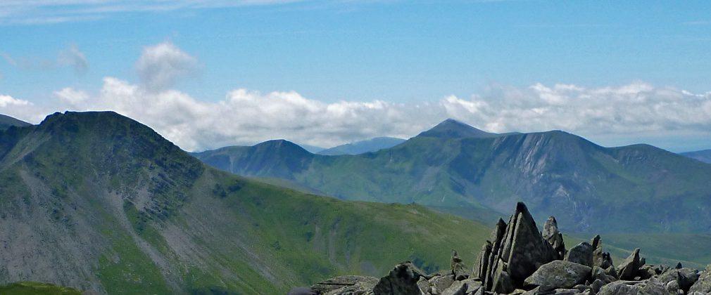 On top of Carnedd Gwenllian with Yr Elen on the left and Carnedd y Filiast, Mynydd Perfedd and Foel Goch ahead,