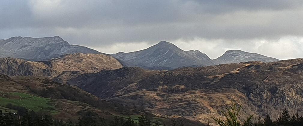 WSW from Lon Gwyrfai. Moel-y-Dyniewyd (lt), Mynydd Sygyn (rt) in mid ground. In background Cnicht (L-R) Moelwyn Mawr & Moelwyn Bach.